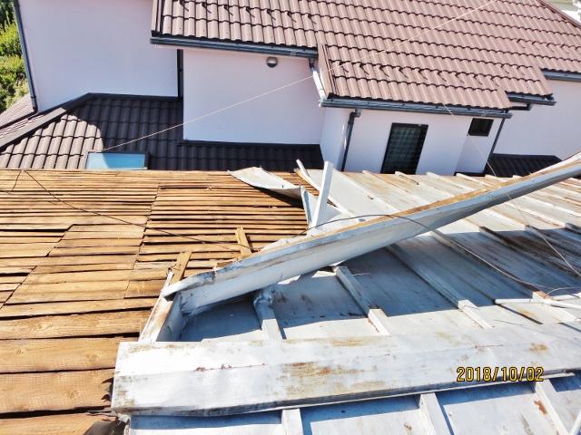 建物台風被害2 トタン屋根剥がれ2