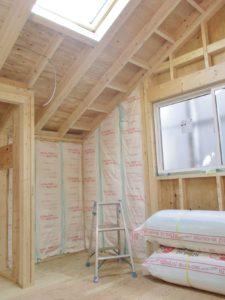 断熱工事中・勾配天井も断熱します