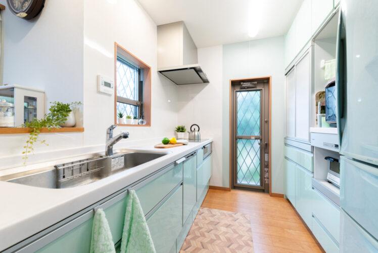 キッチンは爽やかなグリーンカラーを